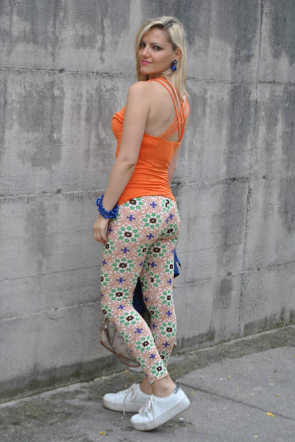 outfit arancione come abbinare arancione abbinamenti arancione maglia arancione top arancione orange outfit how to wear orange how to combine orange orange top outfit outfit estivi outfit luglio 2015 mariafelicia magno fashion blogger fashion bloggers italy july outfits summer outfits influencer italiane italian influencer