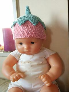 かぎ針編みのどんぐり帽子アレンジ:いちごデザイン