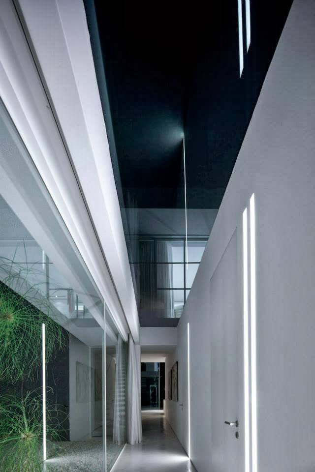 Hallway in White Ramat Hasharon House by Pitsou Kedem Architects