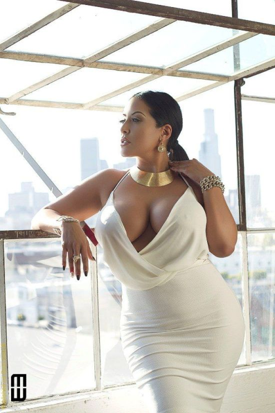 woman wearing a simple white dress, that highlights the natural beauty of her curves, egyptian goddess.