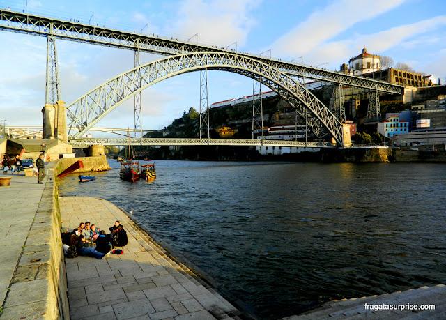 Cais da Ribeira e Ponte Luís I, no Porto, Portugal