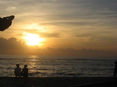 Sunrise (matahari terbit) di Pantai Sanur Bali