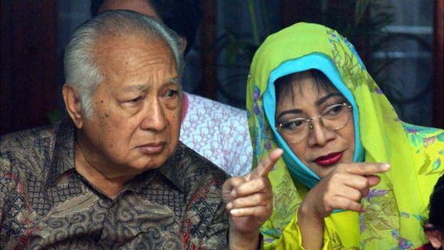 Pada masa Presiden Soeharto, utang luar negeri Indonesia diperkirakan US$54 miliar atau sekitar Rp743 triliun - Foto: AFP / Tribun Medan
