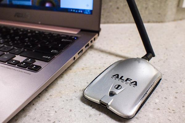 كيف تستقبل شبكة وايف فاي بعيدة وإعادة بثها في منزلك بدون روتر