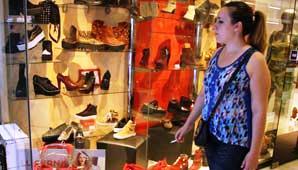 Por las bajas ventas, el comercio abrirá el viernes