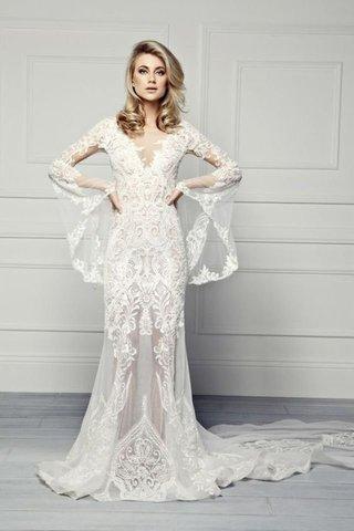 5904794fe إليك بالأسفل ٢٥ موديل متنوع لفساتين زفاف بأكمام طويلة تساعدك في الحصول على  إطلالة راقية وكلاسيكية في ليلة زفافك. اختاري منها الأنسب لشخصيتك.