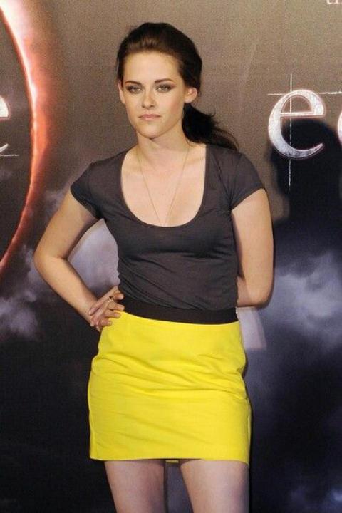 Kristen Stewart Looks Hot in Yellow Skirt