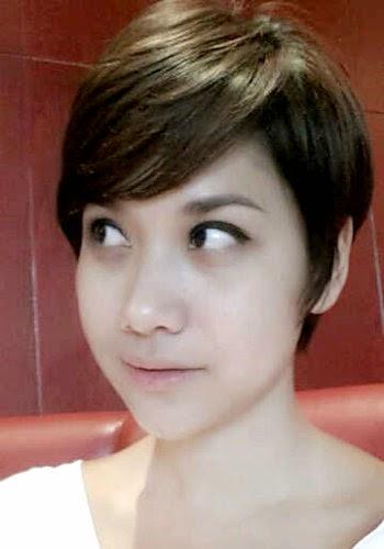 Model rambut ini merupakan gaya rambut wanita yang umum ditemui pada  artisartis korea. Wajah oriental yang dikombinasikan dengan model rambut  sebahu short ... f1368361f8