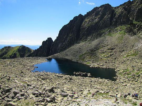 Niżni Wielki Furkotny Staw (słow. Nižné Wahlenbergovo pleso, niem. Unterer Wahlenbergsee, węg. Alsó-Wahlenberg-tó).
