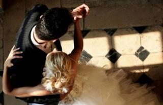 Κρήτη: Έβγαλε το νυφικό και εκπλήρωσε το μεγάλο της όνειρο – Ο γάμος, η νύφη και οι εικόνες που συζητήθηκαν