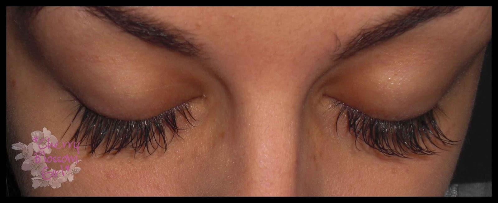 e77f7099715 Der Wimpernkranz ist voll und die Wimpern sind toll geschwungen. Auch der  Blick