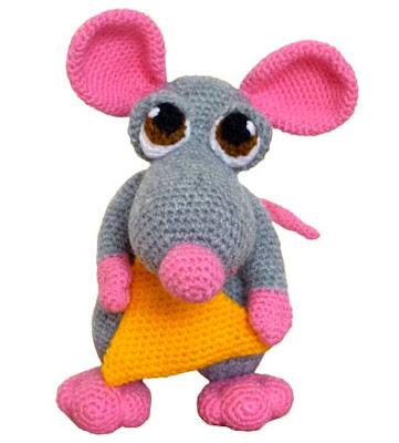 raton amigurumi gris en tamaño grande tejido en crochet