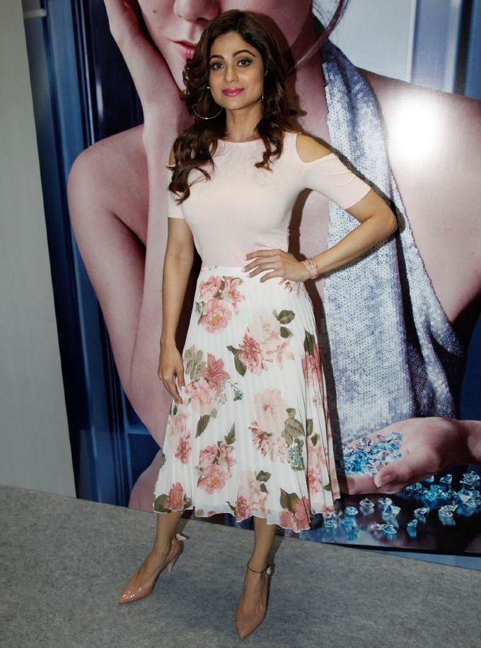 Shamita Shetty In Pink Dress Inaugurates 11th Edition Of IIfjas