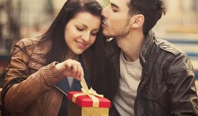 4 Perbedaan Sekedar Jatuh Cinta dengan Cinta yang Tulus