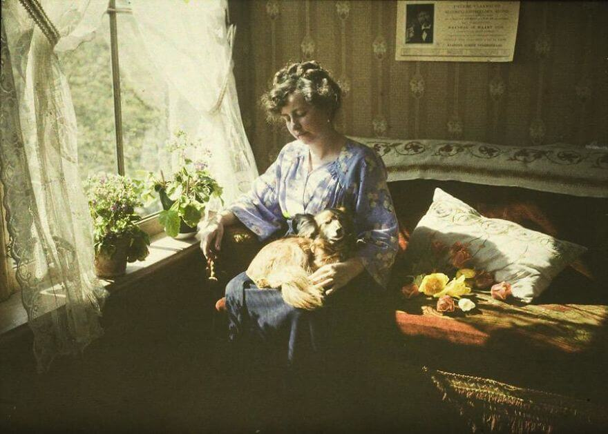 40 Old Color Pictures Show Our World A Century Ago - Musing (Mrs. A. Van Besten), C. 1910