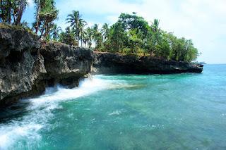 Pantai karang yang eksotis di desa Elaar, Maluku Tenggara