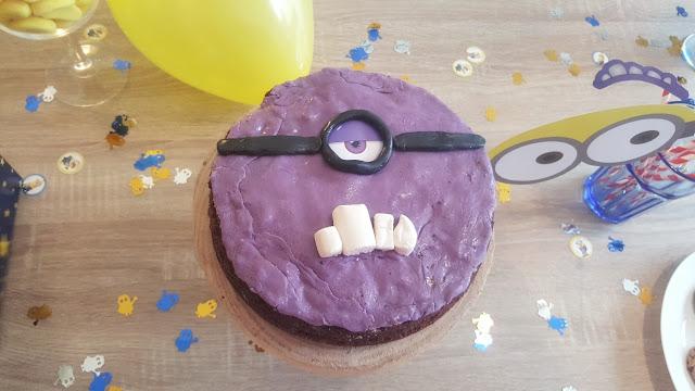 gateau-minion-violet-anniversaire-enfant