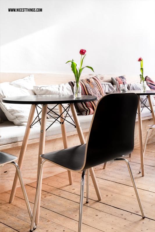 Tisch im Eames Stil und schwarzer Esszimmer Stuhl
