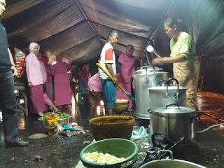 Bhayangkari Polres Cirebon Kota Masak Di Dapur Umum Bantu Korban Banjir
