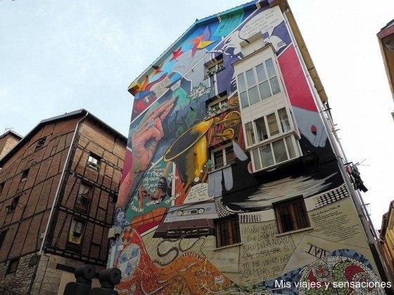 Eskuz Esku Zapatería, murales de Vitoria, País Vasco