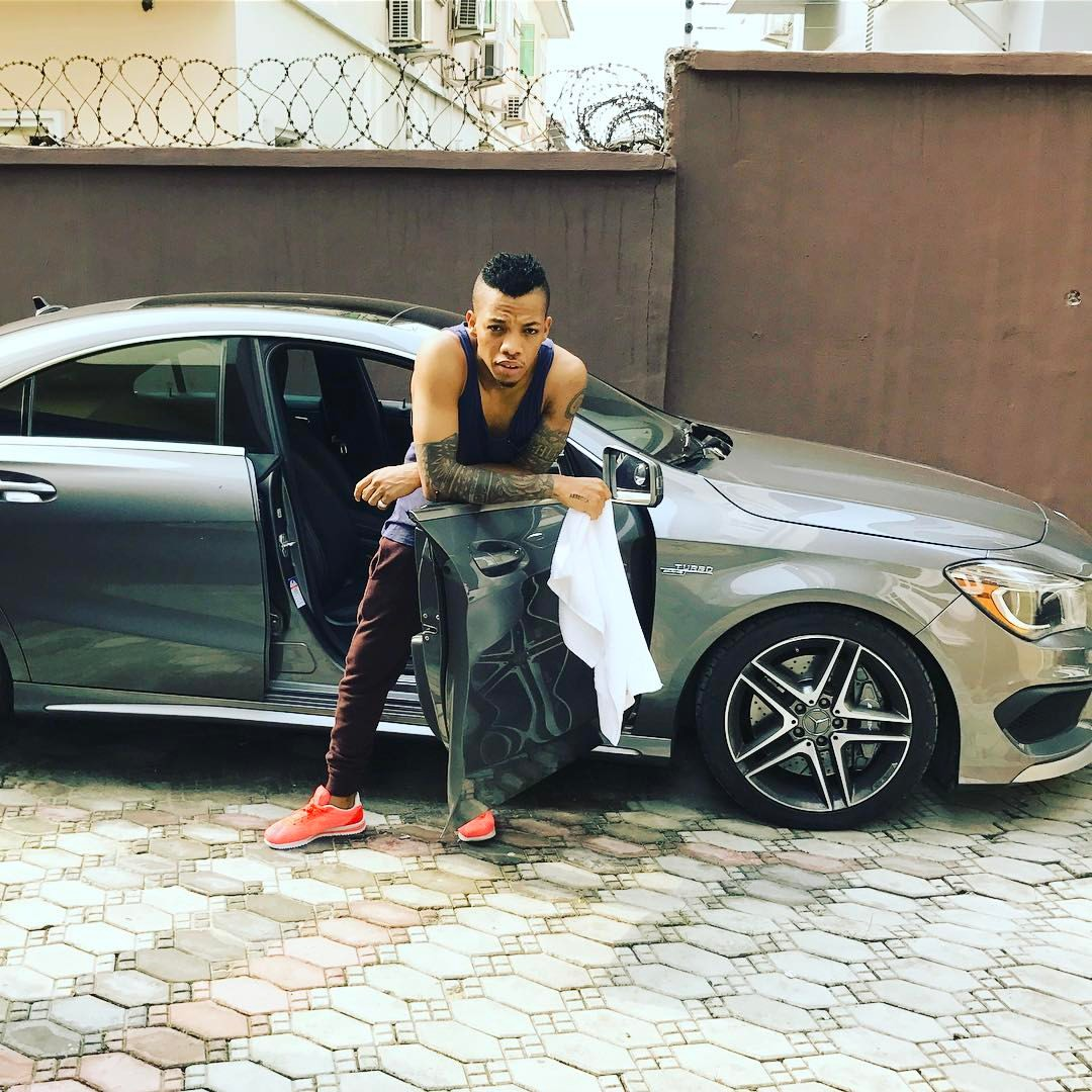 Photos: 10 Nigerian musicians who ride very expensive cars