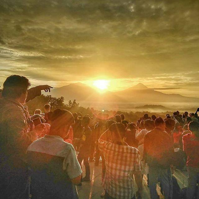 Wisata Sunrise di Punthuk Setumbu, Magelang Jawa Tengah
