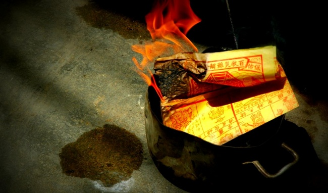Why Vietnamese burn hell money on eve of Lunar New Year?