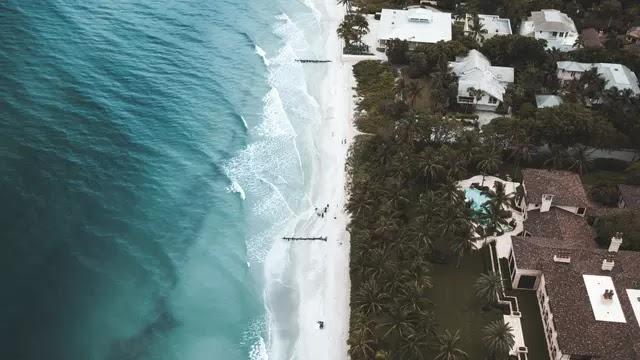 Penuh Puing Akibat Diterjang Tsunami, Jalur Anyer - Carita Terputus Total