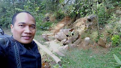 Selfie di Situs Batu Panjang Puncak Jahim
