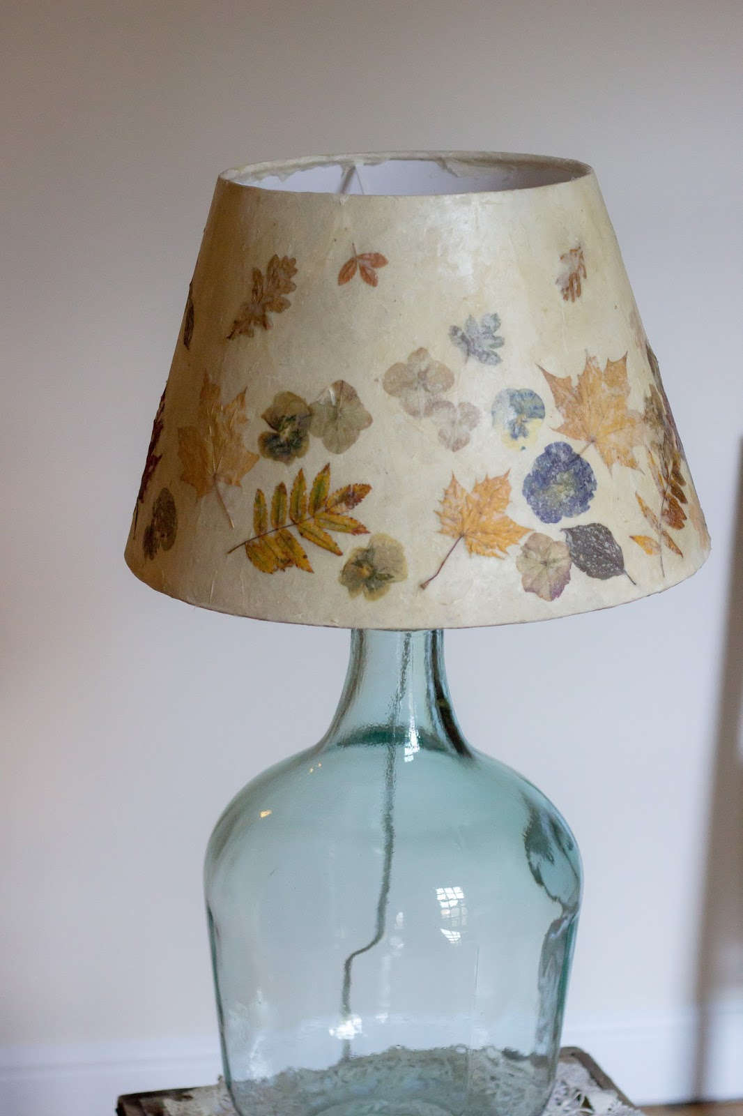 A handmade cottage: Pressed leaves and flower lampshade ...