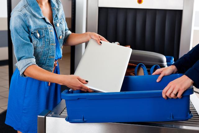 Notebook no controle de aeroporto