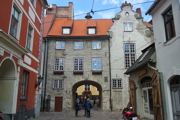 riga vieille ville old town swedish gate remparts