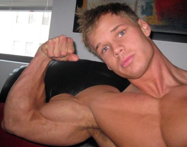 Gay Bodybuilder Nude 82