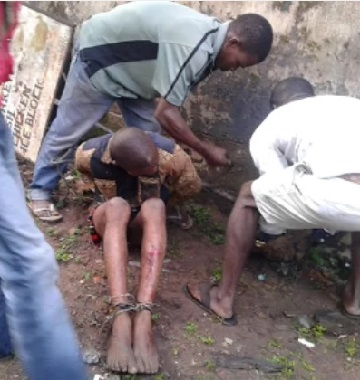 Pastor-Armed Robber Specializes In Car Theft Beaten to Pulp By Angry Mob, See Photos