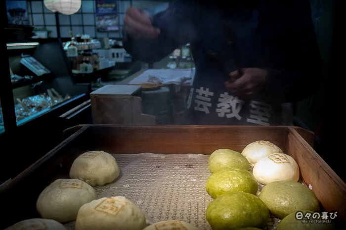 échoppe streetfood nikuman, rue commerçante du kiyomizu-dera, kyoto