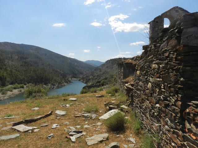 Vista del Embalse de El vado desde la Iglesia