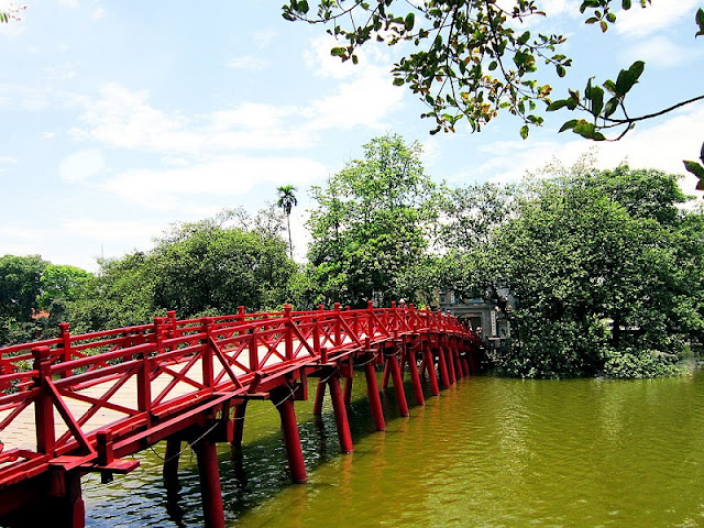 Top 5 'must-see' tourist Hanoi attractions!! 4