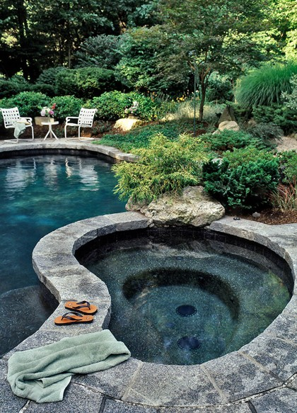 The Peak of Très Chic: Backyard Bliss