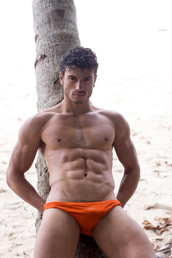 Бразильянку парень видео голые мужчины