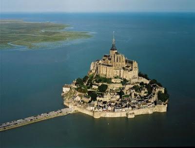 Castillo en una isla.