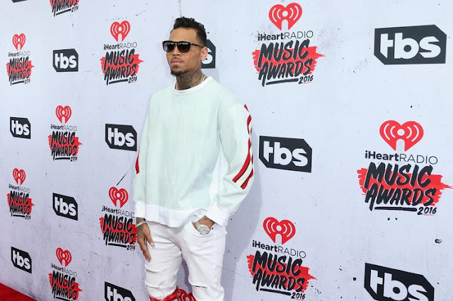 I Have  800 Unreleased Songs On My Phone-Chris Brown-holykey1.com