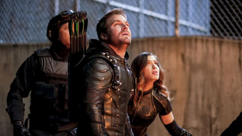 David Ramsey, Stephen Amell y Juliana Harkavy en Arrow de The CW