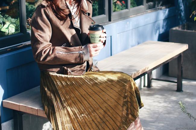 日本人ファッションブロガー,MizuhoK,今日のコーデ,ZARA フェイクスエードライダースジャケット,シルバーメタリックセーター,SheIn ゴールドプリーツスカート,ReEdit ローファー風ミュール,CHOIES シルバーバッグ,クリスマスイブコーデgreen bean to bar,tea