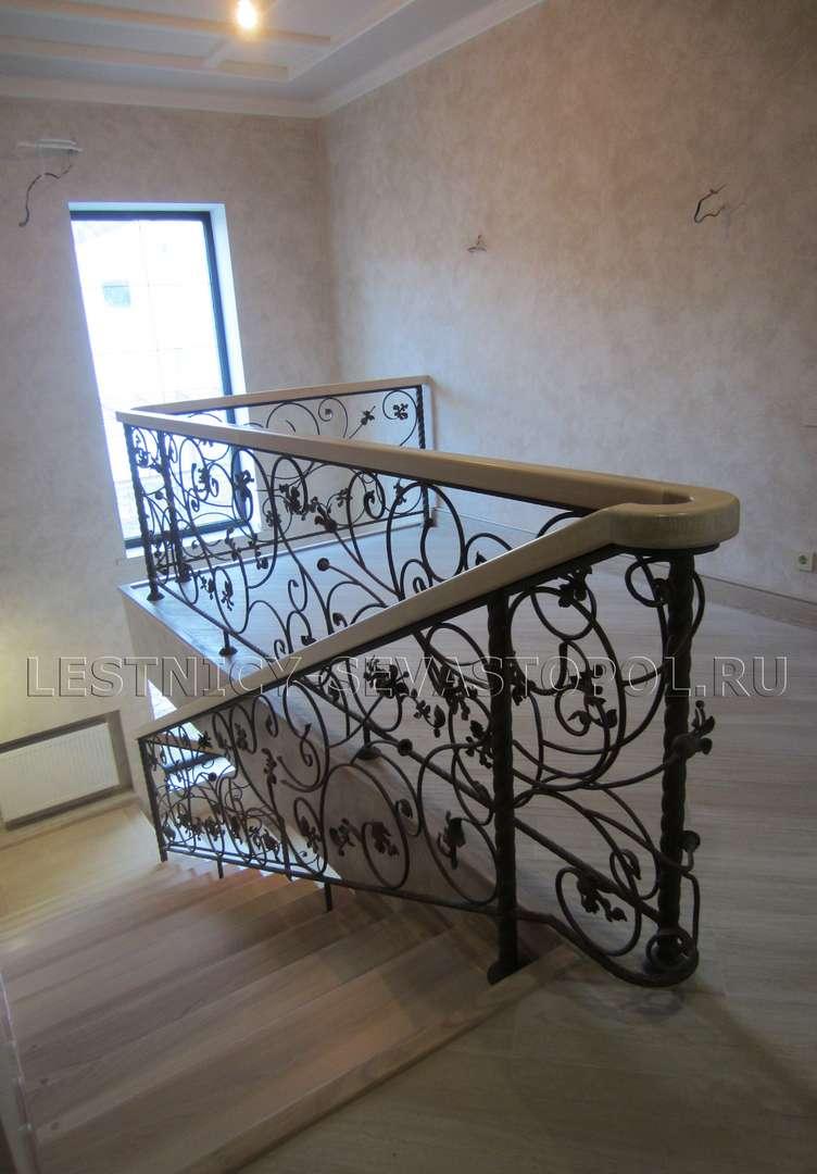 Деревянные лестницы на второй этаж частного дома