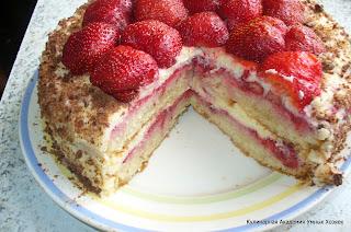 клубничный торт в разрезе