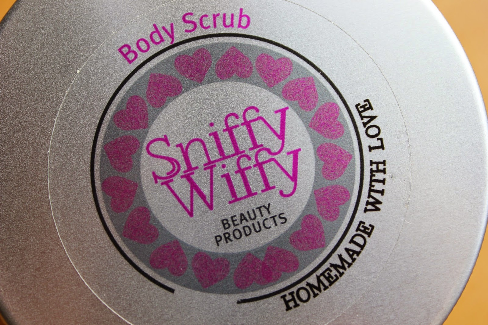 beauty-blogger-review-skincare-body-scrub-sniffy-wiffy-vanilla-product