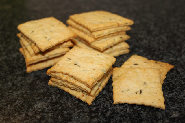 Parmesan-Cracker mit Rosmarin