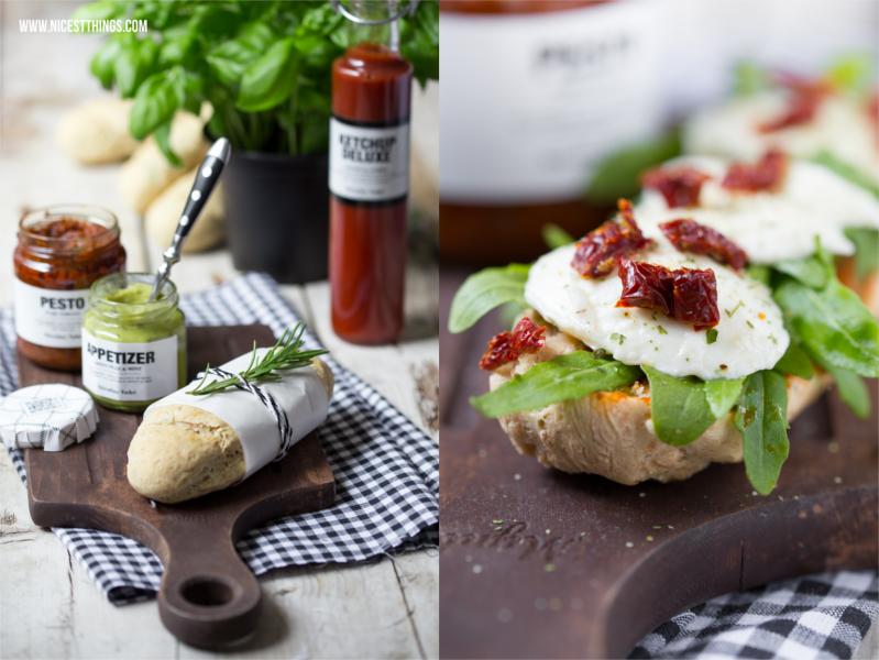 italienische Panini Sandwiches mit Mozzarella, Rucola, getrockneten Tomaten