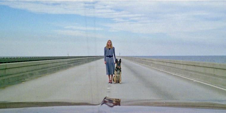 Emily (Cinzia Monreale) in ÜBER DEM JENSEITS / DIE GEISTERSTADT DER ZOMIES (I 1981). Quelle: Arrow Blu-ray Screenshot (skaliert)