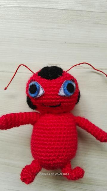 muñeco amigurumi tikki prodigiosa ladybug